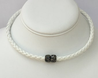 Magnetic Choker with Pave Rhinestone Magnetic Clasp