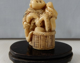 dating netsuke figurines nuts wooden crates