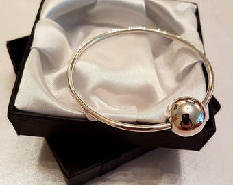 Sterling silver bangle with large shiny bead