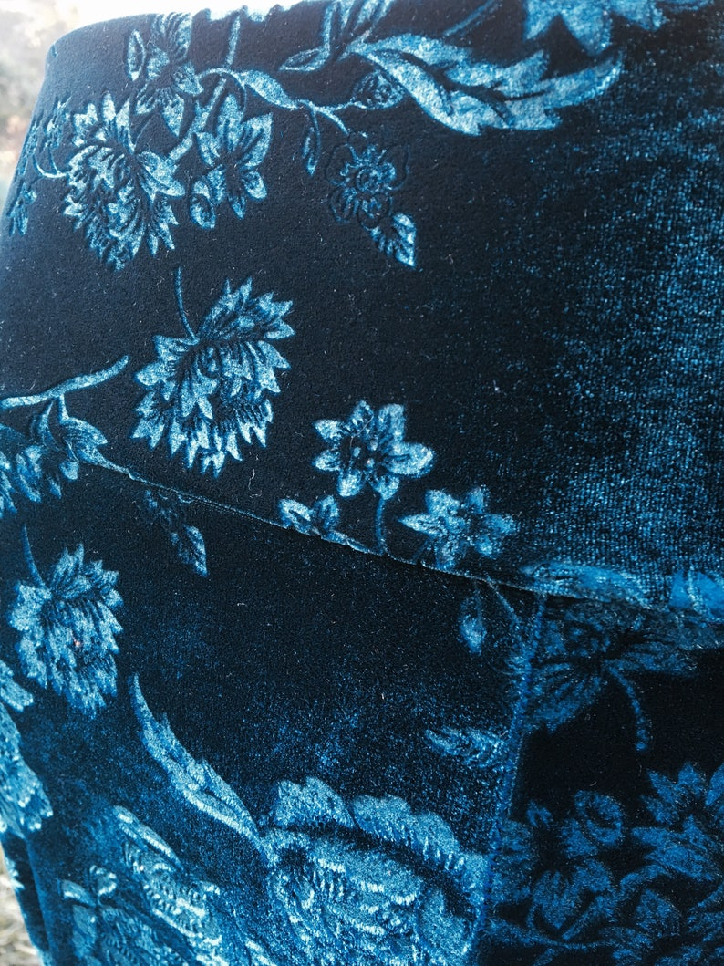 Floral embossed velvet skirt in a stunning teal colour with black lace frount insert Size Medium Aust size 12-14 .