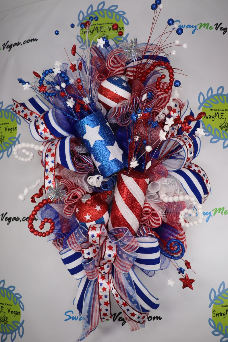 Patriotic July 4th Wreath with Fireworks Stars and Stripes image 0