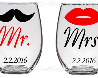 Diy mr and mrs wedding wine glass toasting flutes wedding set of mr and mrs wine glasses wedding wine glasses toasting glasses wedding solutioingenieria Choice Image