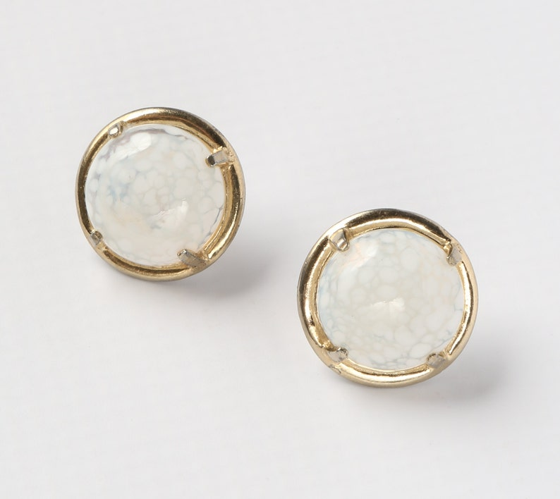 Hollow Cabochon Button Clip on Earrings Art Glass Clip ons White Mottled Art Glass Excellent VTG Cond. 78 Diameter. Gold Tone