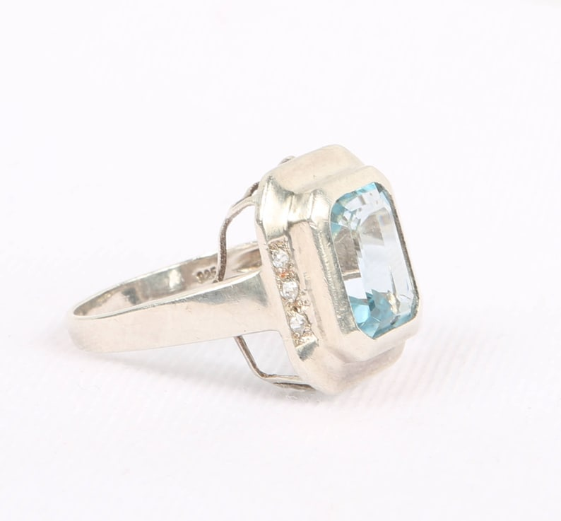 Amicable Blue Topaz Gemstone 925 Sterling Silver Jewelry Ring 7.75 Gemstone