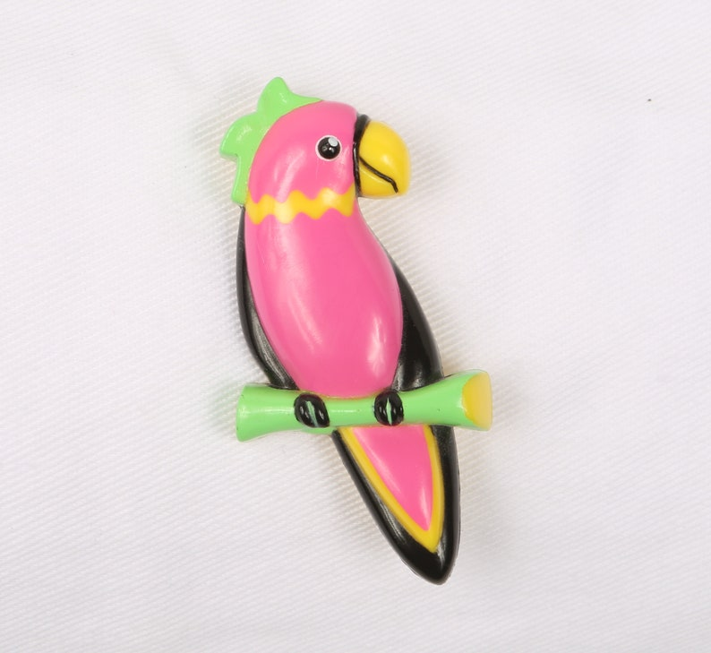 Yellow Lime /& Black Hot Pink RetroTrendy. Excellent Condition Rollover Clasp 1980/'s Parrot Brooch Bright Plastic Parrot