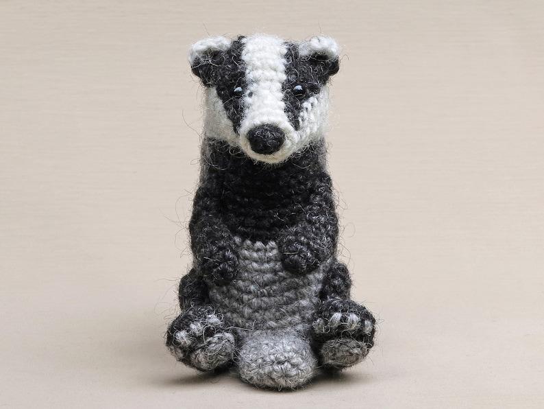 Flunsie realistic crochet badger amigurumi pattern image 0