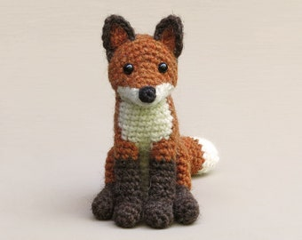 Flamsie, realistic crochet fox amigurumi pattern
