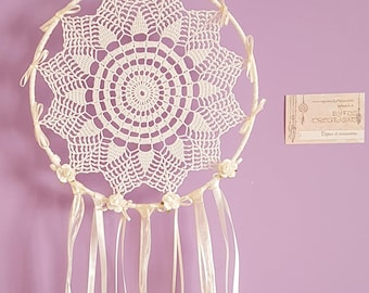 """Doily dreamcatcher """"Roses blanches"""" (White roses)"""