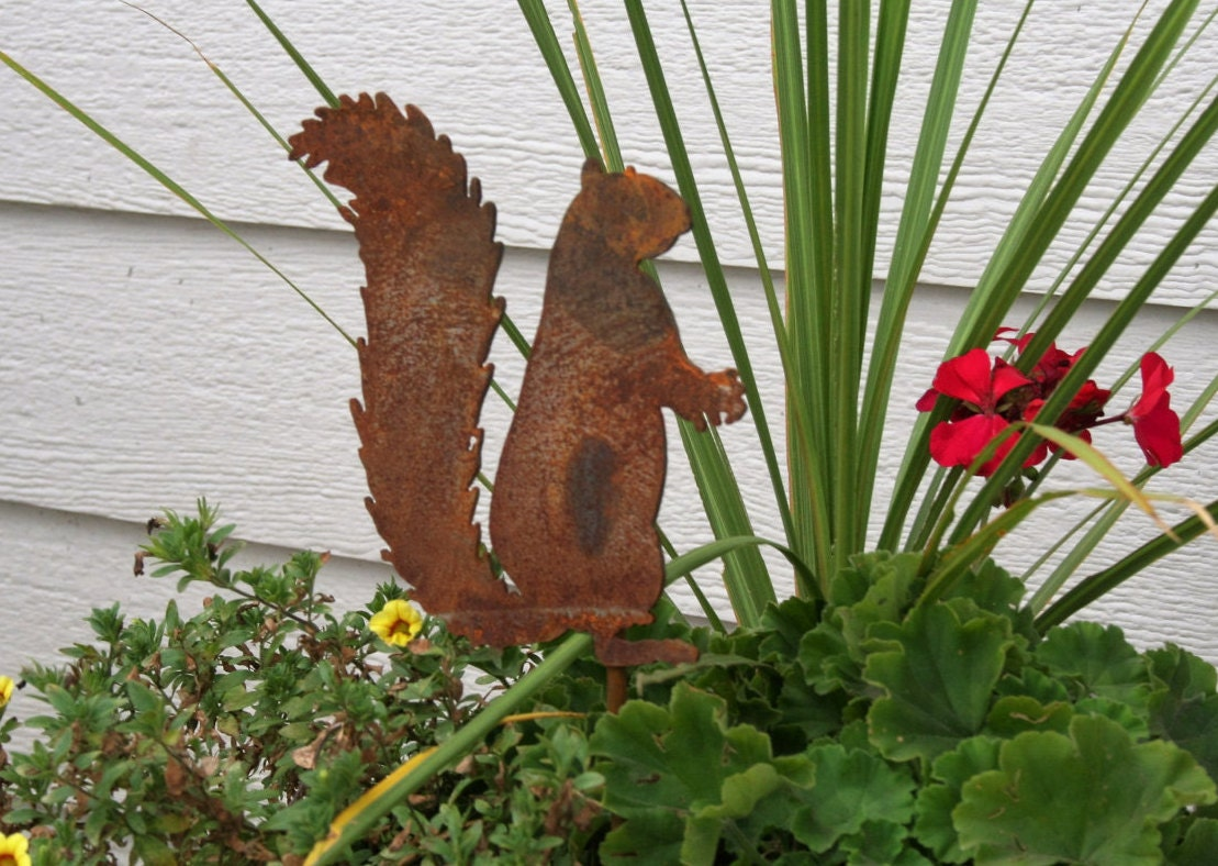Metal Squirrel Stake, Squirrel Garden Art, Metal Garden Stake, Garden  Marker, Woodland Squirrel, Squirrel Crossing, Rustic Wildlife Decor