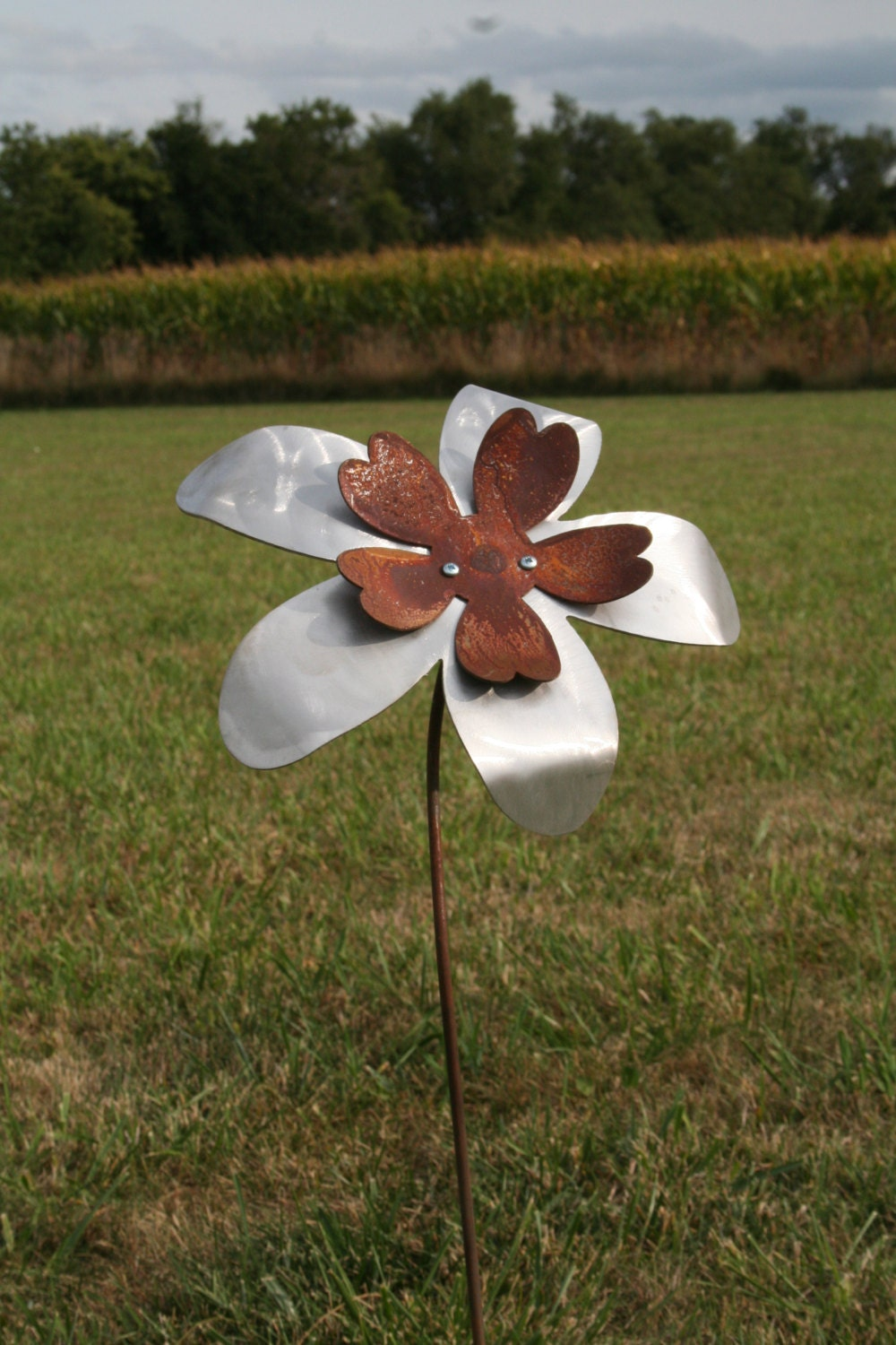 Two Tone Metal Flower Garden Stake, Rusty Flower Yard Art, Outdoor Flower, Garden  Flowers, Flower Garden Art, Gift For Her, Modern Flower