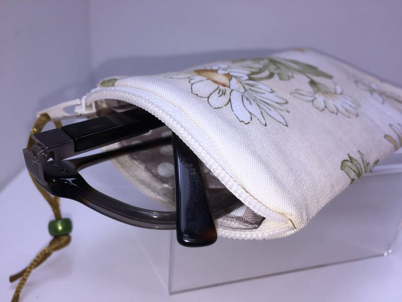 ed1a077fbb89 Daisy Eyeglass Case Zip Top Eyeglasses Case Glasses Case | Etsy