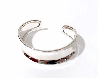 Modernist Sterling Silver Cuff Sculpted Curved Sleek Design Statement Bracelet Rounded Ends 925 Vintage Jewelry Gift For Her