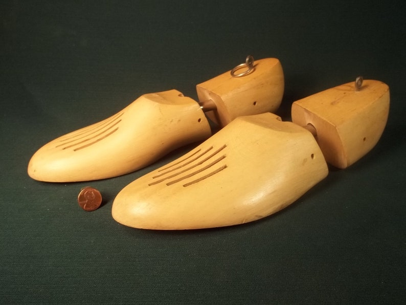 Wood Shoe Keeppers Vintage Old Collectible * Shoe Tree Size 8 Yugoslavia Earl Naturals