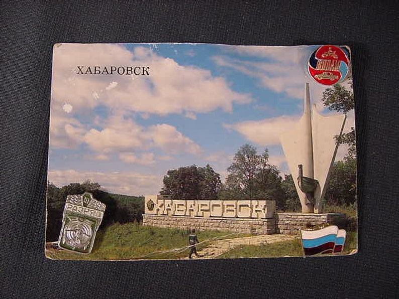 3 pins Souvenir Badges POSTCARD Stele at Entrance of the City # 1989 XABAPOBCK Vintage Old Collectible Russian