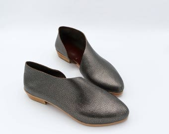 The Sandy. Gunmetal Metallic. Handmade Flats. Modern Flats. Leather shoes.