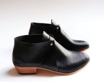 The Meghan. Black Gloveskin. 3cm. Handmade Boots. Comfort Shoes. Soft Shoes.