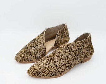 The Sandy. Mini Spots. Handmade Flats. Modern Flats. Leather shoes.