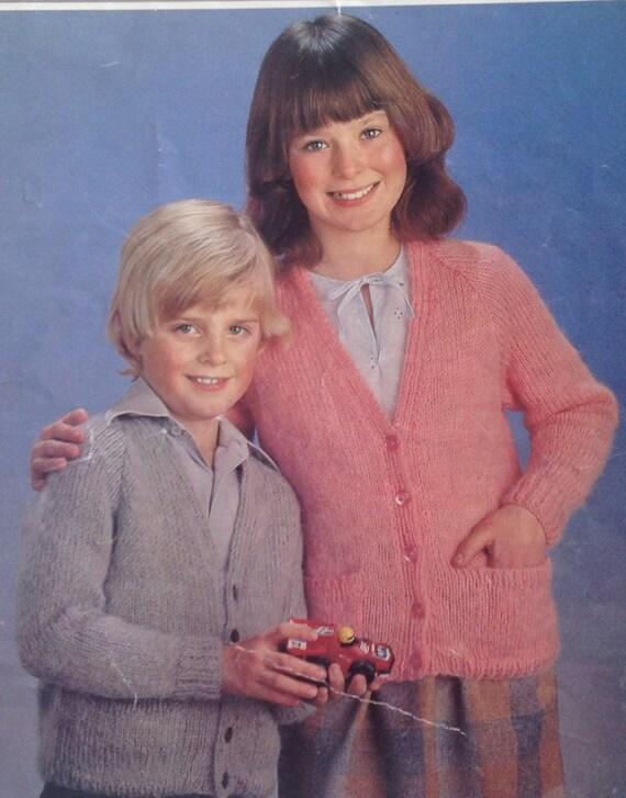 "DK Knitting Pattern Boys Girls School Cardigan Size 22//30/"""