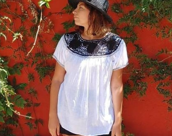 Type blouse hand embroidered huipil Oaxaca