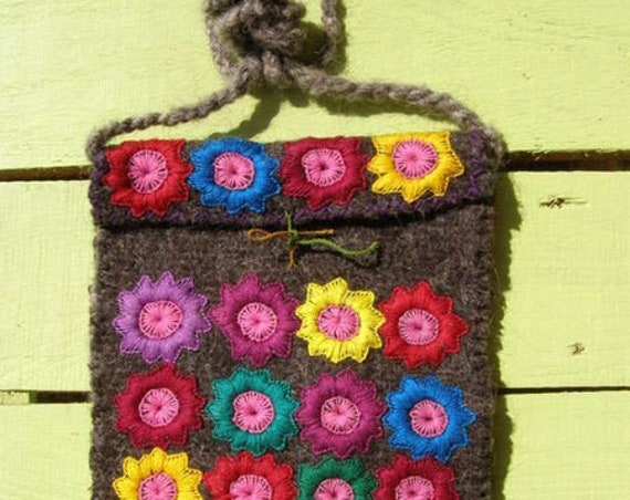 bolso artesanal bohemio ,bandolera  bordada de lana *FLORES MAYAS* artisan cross body  wood bag vintage folk-boho