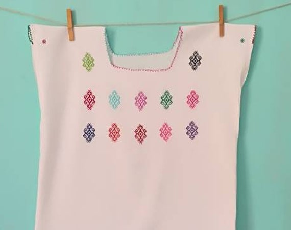 Huipil * SAYULITA * hand embroidered Mexican blouse, size XS-S, bohemian top, vintage ethnic clothing, cotton blouse, handmade,made by women