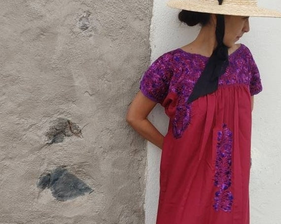 Mexican hand embroidered dress * SAN ANTONINO * burgundy / purple, Size M, pre-breast, holiday dress, beach wedding, bohohemian-chic dress
