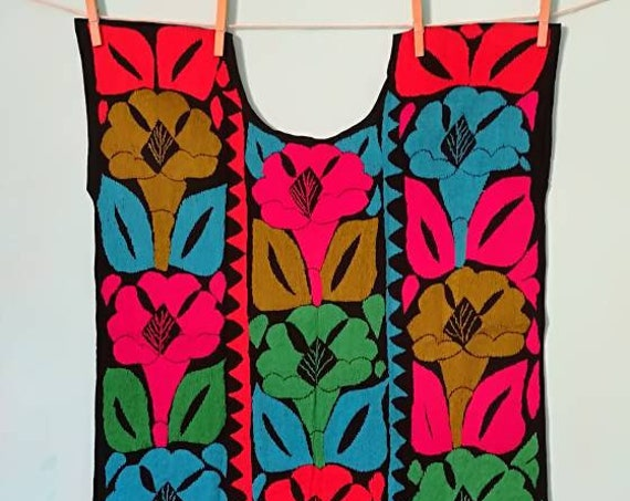 huipil *JALAPA* flor de Liz, one size,embroidered blouse, handmade embroidery,multicolored top,ethnic fashion, Mexican blouse, flower blouse