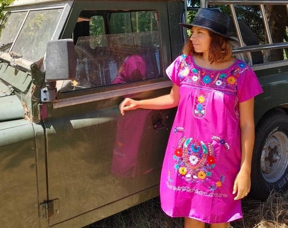 Mexican dress * CHILAC * magenta, size M-L, hand embroidery, bohemian style, vintage Mexican dress, spring-summer, flower beach dress