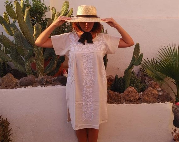 Mexican dress * TEHUACAN * white, one size S-M, monochrome hand embroidery, bohemian-vintage style, rustic cotton, floral beach dress