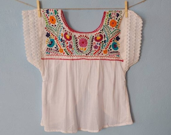 Mexican embroidered blouse *CHILAC* size M, hand embroidered top,hand embroidered flowers,organic cotton, ecru, ethnic fashion, vintage top