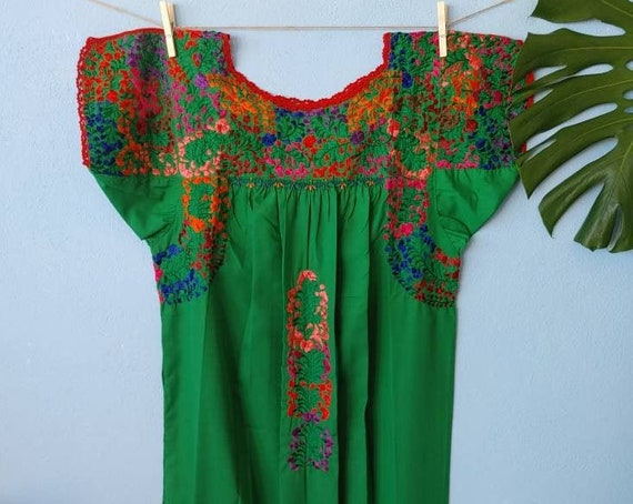 Mexican hand embroidered dress * SAN ANTONINO * green / multicolor, Size S, pre-breast, holiday dress, beach wedding, bohohemian-chic dress
