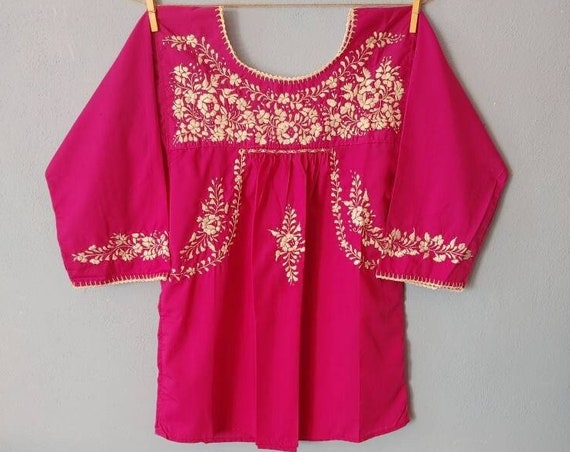 Half sleeve tunic.SAN ANTONINO. size M-L. embroidered bohemian blouse. magenta top. embroidered Mexican floral blouse. boho hippie top.Frida