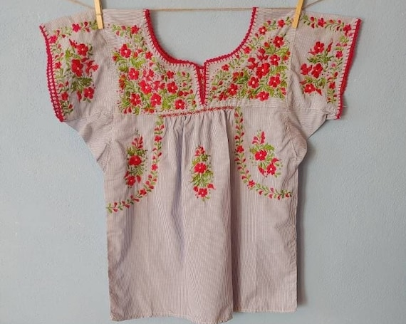 Embroidered Mexican blouse. SAN ANTONINO. floral bohemian blouse. short-sleeved tunic. cotton blouse, striped shirt, size M. Frida Kahlo