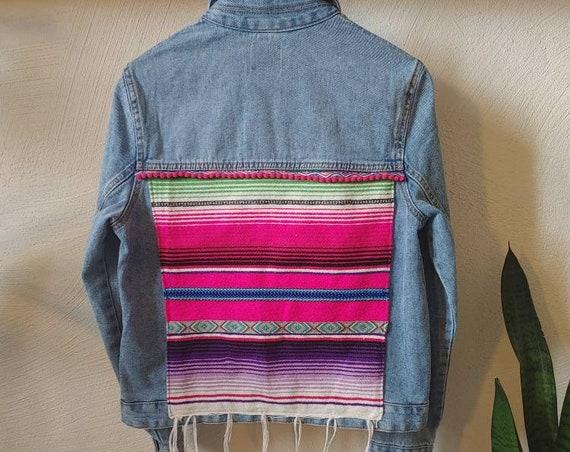 Chaqueta Vaquera bohemia vintage  *ZARAPE MEXICANO* Oversized customized boho gypsy denim jacket , mexican blanket jacket ouprecycing
