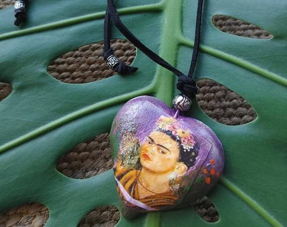 necklace with bow* FRIDA CORAZÓN*,wooden heart, hand painted,viva la vida,Mexican jewelry, Frida Kahlo,handmade pendant,artist gift