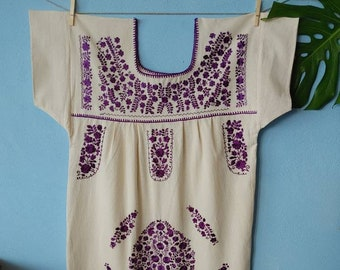 Mexican * MARÍA * purple dress, size L, monochrome handmade embroidery, bohemian-vintage style, rustic cotton, flowers, beach dress, silk