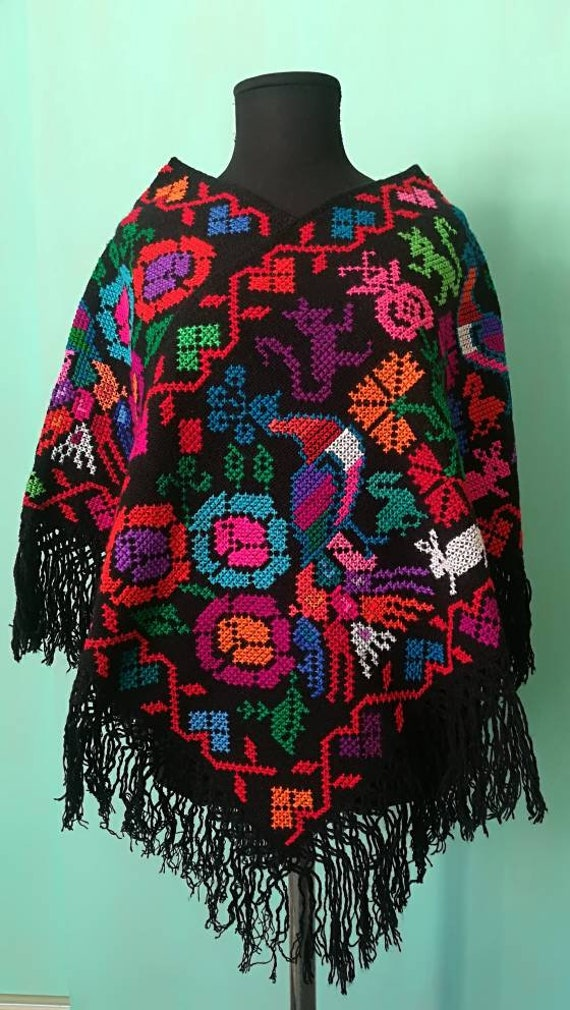 Poncho *quezquemetl* multicolored single size
