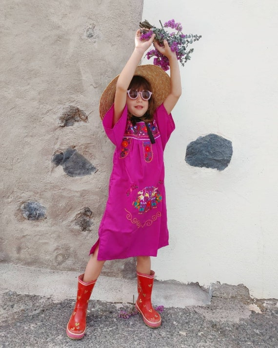 Mexican girl dress * CHILAC * magenta dress size 6 years old, hand embroidered dress, summer girl dress, vintage dress, flower dress