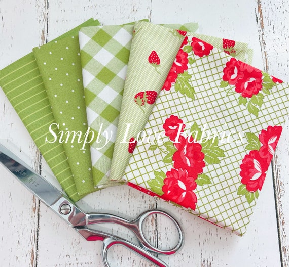 Sunday Stroll- Fat Quarter Bundle (5 Green Fabrics) by Bonnie and Camille for Moda