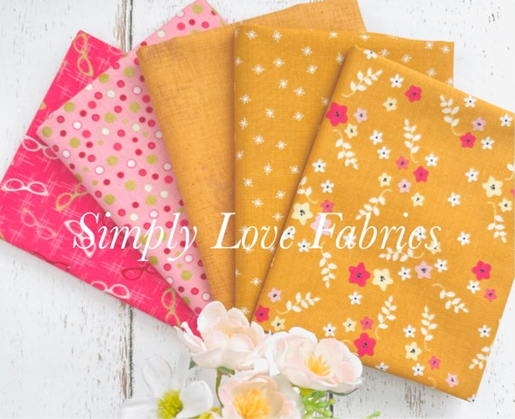Stardust- Fat Quarter Bundle (5 Fabrics Yellow/Pink) by Beverly McCullough for Riley Blake Designs