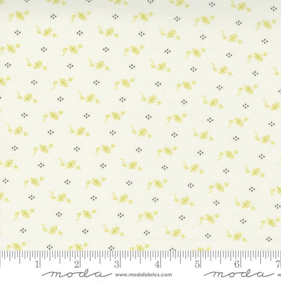 Pumpkins and Blossoms- 1/2 Yard Increments, Cut Continuously  (20427 24 Cinderella Pumpkins - Vanilla Sprout) by Fig Tree & Co. for Moda