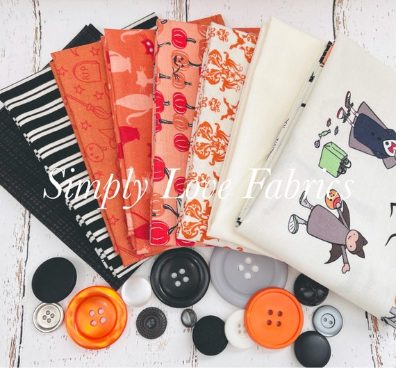Spooky Hollow- Fat Quarter Bundle (8 Fabrics Cream/Orange) by Riley Blake Designs