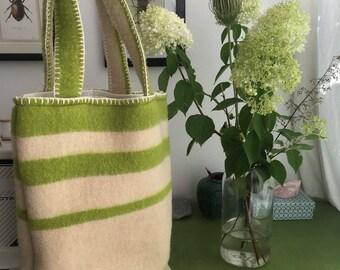 Shopping bag of a vintage blanket