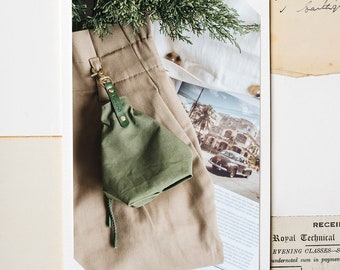 Treat bag for dogs, snack bag, smoke grey, forest green, mustard yellow, YORK, handcrafted in our family workshop in Berlin, Germany