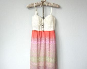 Coucher de soleil couleurs, Crochet crème Ivoire Vintage Spaghetti Strap robe Maxi en crème, Magenta, Orange, rose, géométrique, aztèque jupe pure impression