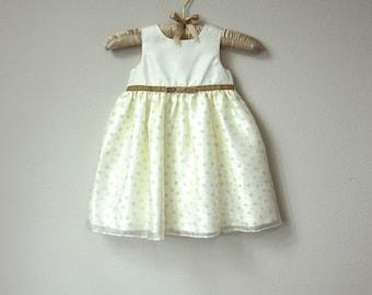 Robe adorable bébé fille, Satin crème avec ceinture de ruban de velours beige moka et arc et jupe de princesse brillant avec des fleurs, robe bébé