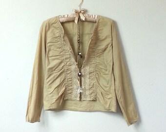 Boho mexicaine brodé Style, Tan Beige veste en coton, Blouse à manches longues, avec bouton à l'avant et broderie Motif et bordure au Crochet