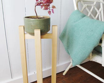 THE STILT - Mid Century Plant Stand - Plant Stilt - Wood Planter - Maple Wood - 24'' - Made in Canada