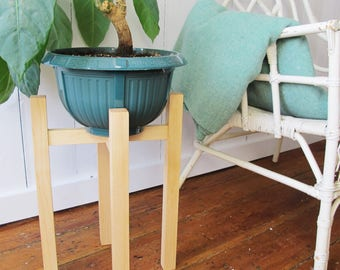 THE STILT - Mid Century Plant Stand - Wood Planter - Maple Wood - 18'' - Handmade in Canada