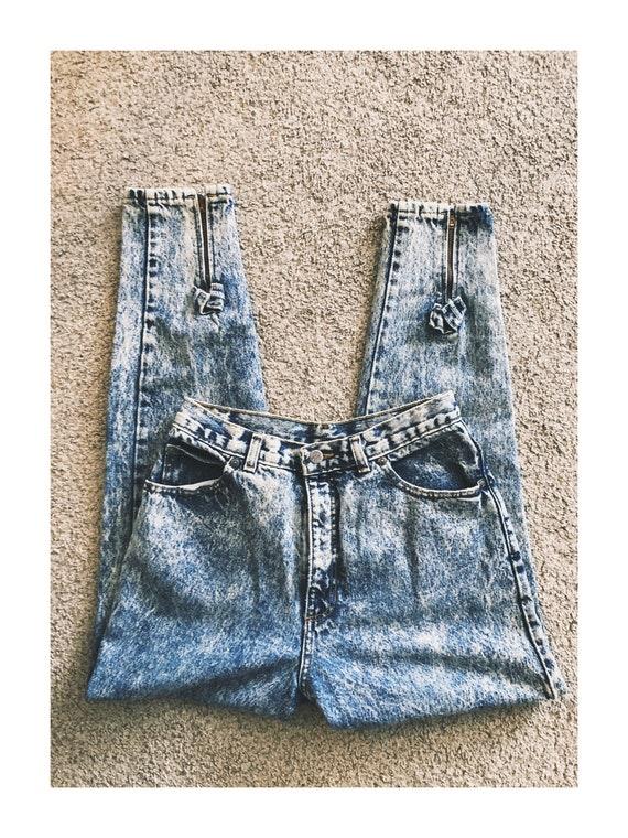 Vintage 1980s Acid- Wash Mom Jeans Bow Detail - image 1